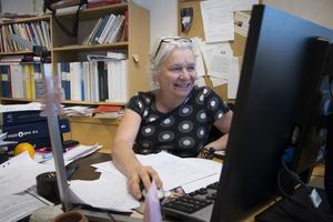 Lisa Lauri älskar sitt jobb. Men konstaterar också att det är tufft och att en del unga blivande läkare blir avskräckta och istället väljer att jobba på sjukhus.