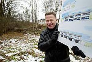 Foto: LASSE WIGERT Byggklart. Så snart minst två av de fyra lägenheterna sålts blir det byggstart vid Kristinaplan i Gävle, säger Riksbyggens projektledare Stig Holmsten.