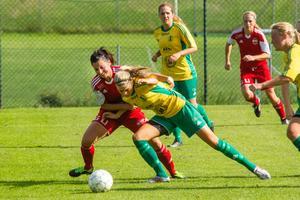 Sarah Lindberg är en av flera spelare som lämnat Roslagsbro inför den här säsongen. Spelarflykten gör att laget nu drar sig ur division 2.