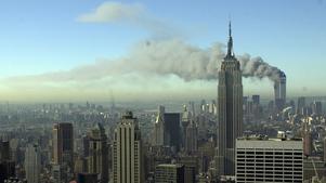 I attacken mot World Trade Center i New York den 11 september 2001 dödades 2 193 civila. Dessutom dödades 343 brandmän och 60 poliser som deltog i räddningsarbetet. I förgrunden Empire State Building.