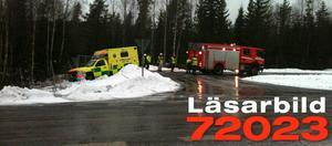 Här får ambulansen bärgningshjälp av brandbilen.