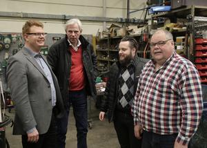 Företagsbesök nr 100 klarade kommunalrådet Fredrik Rönning (S) och näringslivschefen Lennart Silfverin vid Ingemar Löfs företag, Dala Elektrolindningar. På bilden även Barkenföretagens nye ordförande, Fredrik Remes (tvåa från höger på bild).