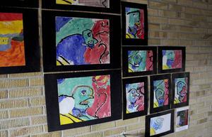 Skolan roterar på sex olika konstnärer under sina konstnärsveckor.