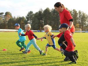 Barn och ungdomar har testat olika idrotter.