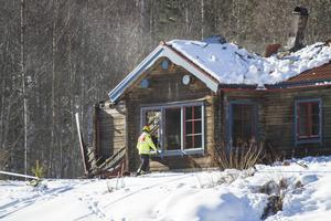 Flera personer har hörts efter branden i Yttre, Bergsjö och teknisk undersökning pågår men någon brandorsak är inte klarlagd uppger polisen.