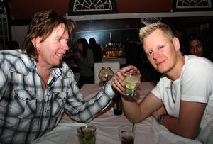 Blue Moon Bar. Björn och Fredrik