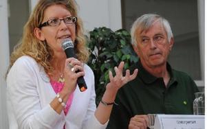 Lena Reyier-Ingman (C) och Nils Gossas (MP) var två av åtta kommunpolitiker på plats på Komvux.FOTO: KLARA ERIKSSON