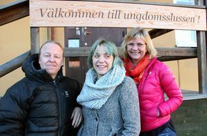 Kalle Strand, Maja Engberg och Lotta Carlegård arbetar med stöd åt unga genom Ungdomsslussen, Falu kommun. Just nu är 160 ungdomar i åldern 15-25 aktiva.
