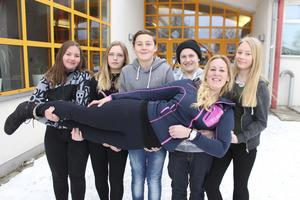 Idrottsläraren Anna Grund på Lorensbergaskolan i Ludvika har fixat ännu ett skidresepris. Ett lyft för Alice Gustafsson, Alice Selander, Kalle Granlöf, Elis Baier och Maja Bjelke och deras kompisar i åttan.