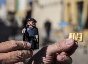 Martin Luther och hans 95 teser som tysk leksak.