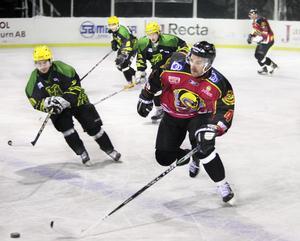 Det var kyligt värre på Tallmon när Lindefallet tog emot Bollnäs i hockeytrean på tisdagskvällen.