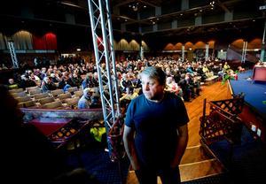 Järnbruksklubbens ordförande Sture Bergvall berättade före mötet i Stora Björn att man räknar med att förhandlingarna med företaget inleds på måndag.