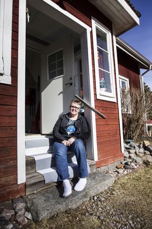 Maria bor i ett hus på landsbygden strax utanför Järvsö.