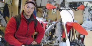 Erik Källänge får nu försöka att sätta ihop sin storebrors Honda så att han kan köra Sverigecupen i Helsingborg nu i helgen.