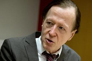 Forskaren Bengt Lorentzon har följt försöket med sextimmars arbetsdag på ett äldreboende i Göteborg.