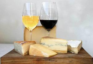 Helgmys för vuxna. Ost och vin passar bra ihop, men inte alla ostar till alla viner. Har man på typiskt svenskt sätt många ostar av olika smaktyper ostbrickan så passar oftast ett smakrikt vitt vin bättre än ett rött.