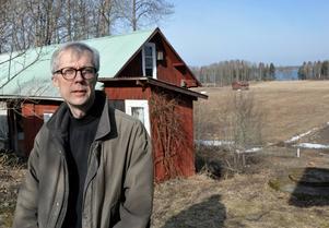 Sedan ett år tillbaka har Olsson funnit sig till rätta i Färjan. Nu håller gamla ateljén i Danderyd att avvecklas.