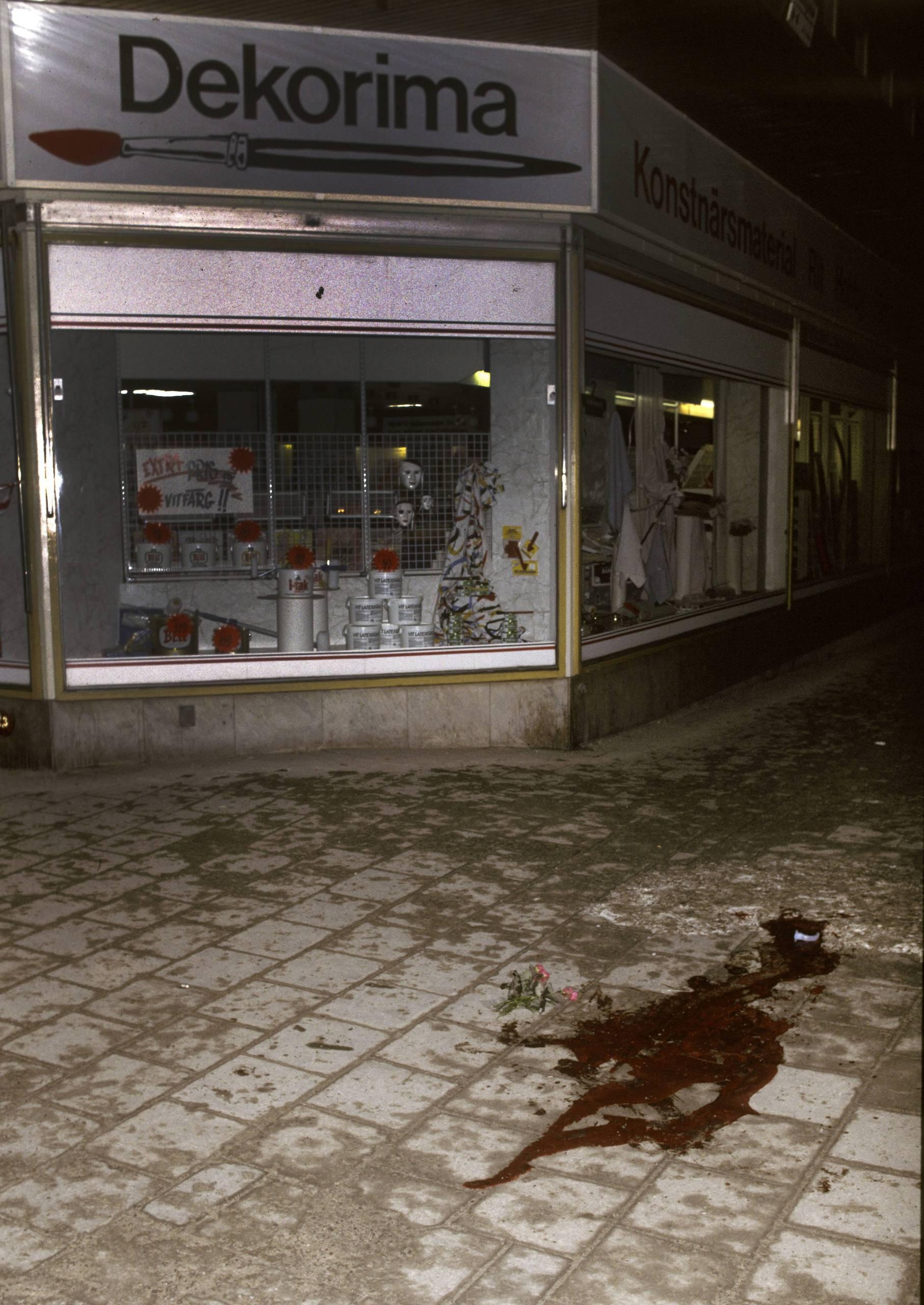 Beskjuten under nattlig promenad