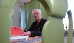 Matsalen fungerar som kursrum hemma hos Bengt Åkerberg. Varannan tisdag undervisas elever i älvdalskan. Foto:Hans Olander