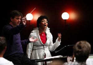 Den kanadensiska sopranen Measha Brüggergosman och Nordiska Kammarorkestern Sundsvall under Joachim Gustafsson gav Sundsvallspubliken en kväll att leva länge på.