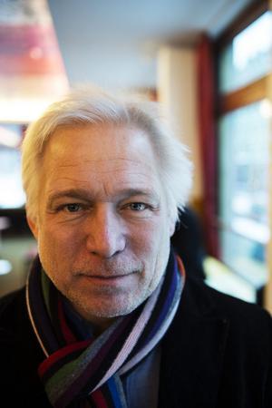 Regissören Hannes Holm tröttande på att läsa skitsnack om filmen på nätet.