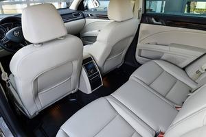 Limousinkomfort! Benutrymmet i baksätet är gigantiskt.