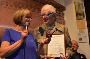 90-årige Bengt Åkerberg tog i lördags emot ett språkpris för sina insatser för det älvdalska språket.