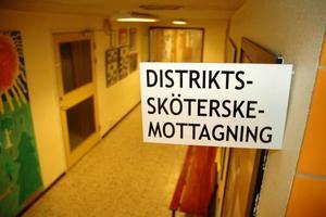 FÖRSVINNER. Snart försvinner möjligheten att besöka distriktssköterskan i Karlholmsbruk. I stället kommer patienterna att hänvisas till Skärplinge.