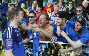 Runar Mar Sigurjonsson firade med fansen i höstas.