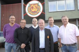 Så här ser Mora IK:s nya styrelse ut, från vänster; Hans Arnesson, Lars Lisspers (ny), Ola Blumenberg, ordförande Arne Grahn, Anders Nilsson och Egon Bäckman (ny). Den tredje nye ledamoten, Ulf Hansson, kunde inte närvara.