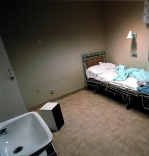 Behöver samordnas. Två folkpartister vill samordna psykiatrin. Bilden visar sjukhussängar på Psykiatriska kliniken, Centrallasarettet Västerås.