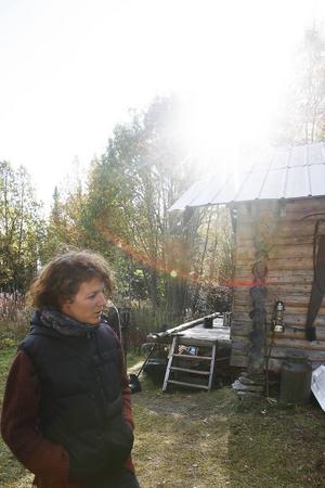 Anna Sivertsson från Oviken bor i Malmö och jobbar för ett produktionsbolag. Nu är hon i Bakvattnet för att hjälpa till med