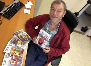 Bengt Ingelstam i Ånge med alla sina fem Pelle Puck-böcker.