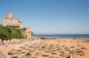 Den portugisiska badorten Estoril är en av sommarens nyheter.