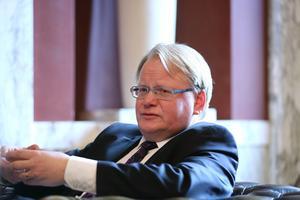 Telefonhotet mot Luleå airport misstänks ha att göra med försvarsminister Peter Hultqvists besök i, och avresa från, Norrbotten på onsdagen.