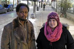 Mommo Deeq och Cia Embretsen träffades genom Somalia Bandy. Cia hjälpte till, bland annat med skridskoträningen, och Mommos bror