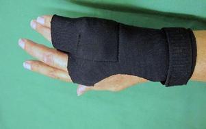 Ett av de specialsydda handskliknande stöden. Foto: Kristina Vahlberg