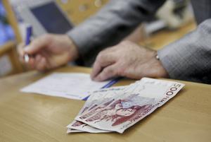 Mindre än hälften av bankkontoren hanterar kontanter. Foto: Mikael Grahn
