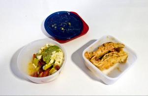 Det ska vara en rättighet för äldre att få avnjuta vällagad näringsrik mat varje dag. Den som inte längre har ork att laga egen mat ska inte tvingas äta vakuumförpackad mat som transporterats i lastbilar genom hela landet, skriver Lillemor Johansson (SD).Foto: Pontus Lundahl/SCANPIX