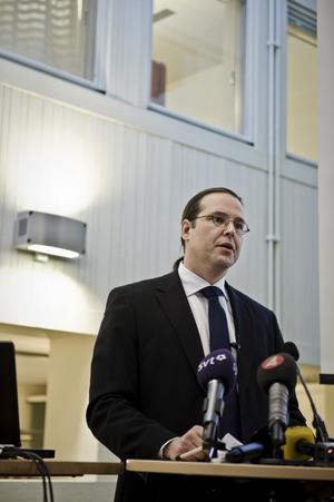 Dagens guldgosse. Finansminister Anders Borg kan glädja sig åt goda ekonomiska siffror, men kan tvingas ta till hårda nypor för att hindra för hög skuldsättning.foto: scanpix