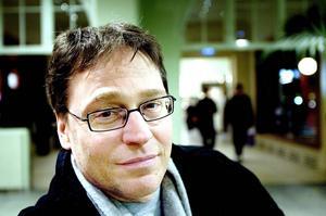 Gävles gymnasiechef Hans Hultin – som tiidgare varit rektor för Vasaskolan –säger att det är med sorg i hjärtat som han lägger fram förslaget.