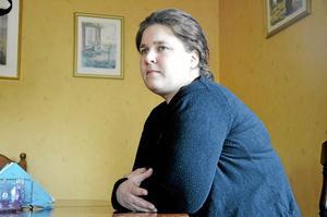 Helena Hansson kände sig pressad av chefen efter sin insändare i NA. Nu ska chefen åtalas.