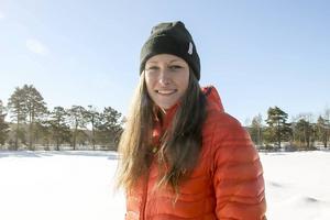 Emma Thalin utanför skidgymnasiet i Sveg är hon tillbringar mycket av sin vakna tid.