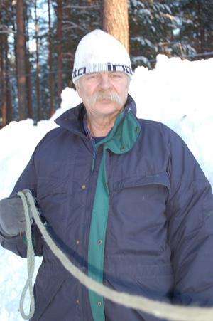 Kontrollchef. Brynås Gunnar Eriksson drar repet i Mångsbodarna.