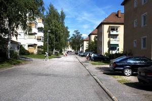 Dalagatan i Sandviken. Här körde den misstänkte kvinnan på sin exsambo.