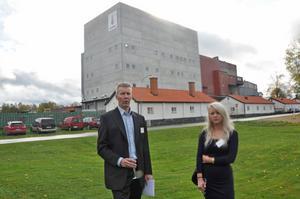 NÖJDA. Christer Eriksson och Jenny Danielsson som ska jobba på golvet i den nya pulverstålsfabriken är mycket nöjda med att de har fått vara med i planeringen.