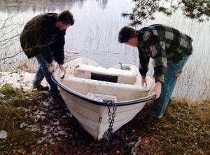 Nu är det högsäsong för båttjuvarna. Det bästa sättet att få behålla sin båt är en effektiv grannsamverkan. Kättingar klipper de av.