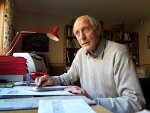 Nära 50 år som kunsulterande ingenjör inom svensk industri får räcka, tycker Hans Levinson, som från sitt kontor hemma i villan i Klockarberget ännu fungerar som revisor för sitt gamla företag Temab Konstruktion.