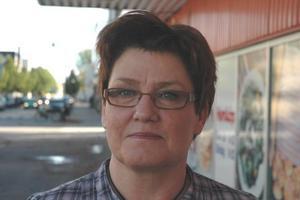 Christina Ek, 55 år, kontorist, Tierp:– Ja, säg det. Jag har inga sådana vänner som röster på dem. Det är idioti bara.