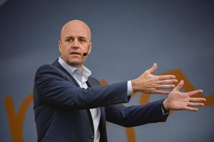 Reinfeldts budskap nu är ett helt annat än det han förmedlade i Almedalen i somras.